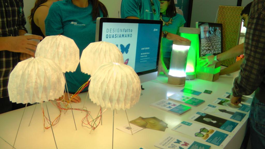 Muestra de creaciones de los estudiantes de IED Roma durante la última Maker Faire  | make.cesargarciasaez.com