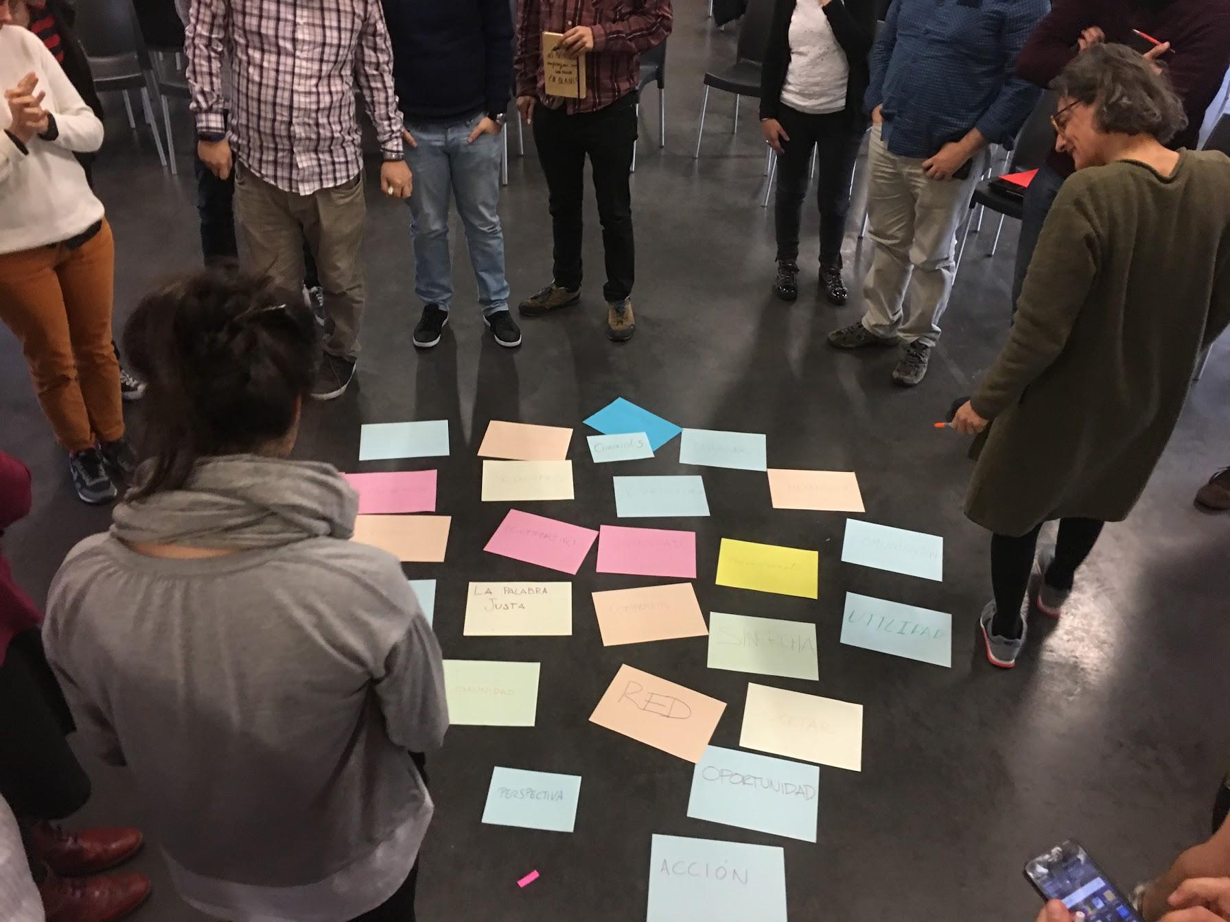 Susanna Tesconi dirigiendo un taller del proyecto Breakers