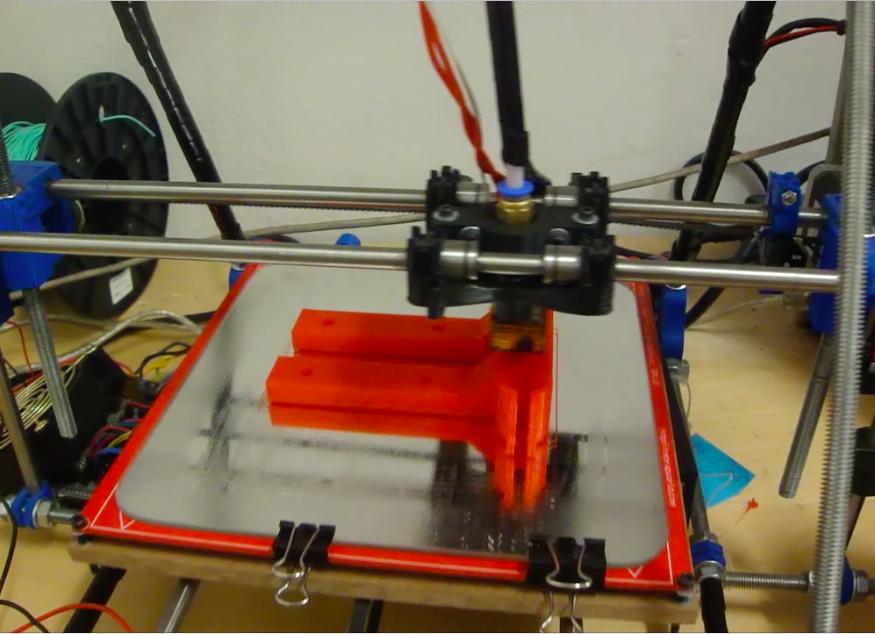 impresora 3D fabricando una pieza