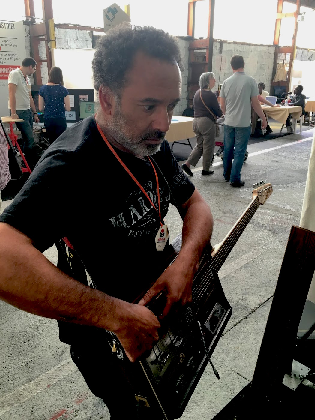 Pol Olory tocando Guitarduino
