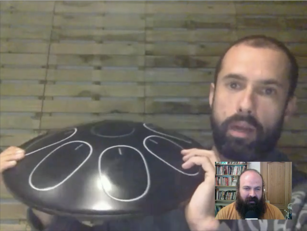 Avistamiento Oval color negro con Alex Posada