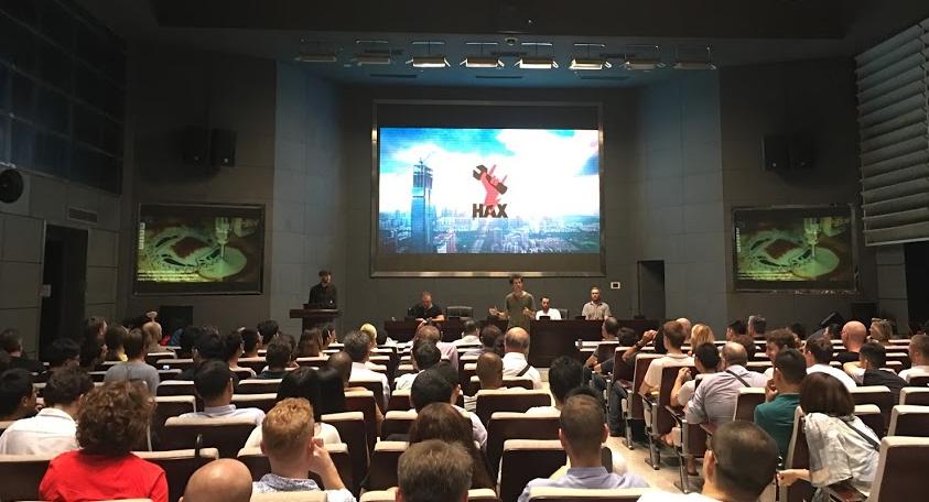 Conferencia en las oficinas de Hax en Shenzhen